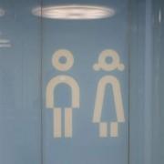 Wandverglasung 2 Bahnhof Winterthur l Piktogramme keramischer Siebdruck l Glas 8 mm ESG