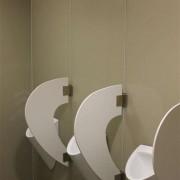 Wandverglasung 2 l ToilettenanlagenHauptbahnhof Zug l Glas 8 mm ESG l Farbe NCS
