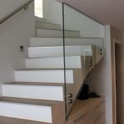 Treppengelander mit Punkthaltern und Edelstahlhandlauf